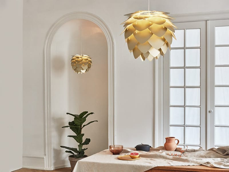 Ambiance LAMPE DE TABLE 'CHAMPAGNE TABLE' BLANCHE, DIFFUSEUR 'ALUVIA' ALUMINIUM JAUNE SAFRAN umage
