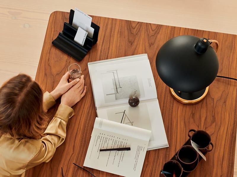 Ambiance LAMPE DE TABLE KAISER IDELL NOIR & LAITON (6631-EDITION SPÉCIALE)_2 fritz hansen