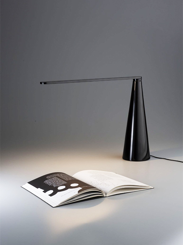 Ambiance lampe de bureau ELICA NOIR_807-J-NE_4 martinelli luce