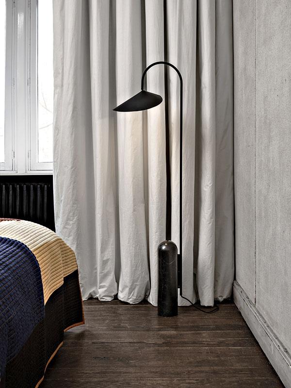 Ambiance lampadaire ARUM FLOOR LAMP NOIR_100133101 ferm living