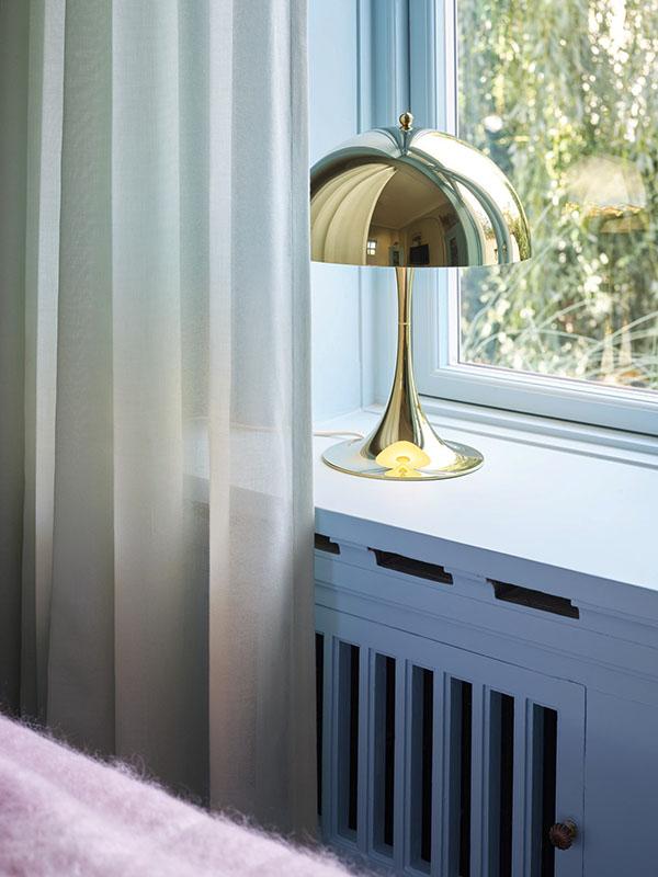 Ambiance lampe de table PANTHELLA 320 LAITON MÉTALLISÉ_5744167178 (1) louis poulsen