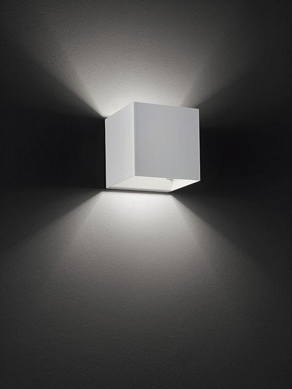 Aperçu applique à faisceaux led 3000°k LASER 10X10 BLANC allumée_036025 studio italia design