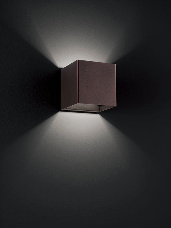 Aperçu applique à faisceaux led 3000°k LASER 10X10 CUIVRE BRONZE allumée_036026 studio italia design
