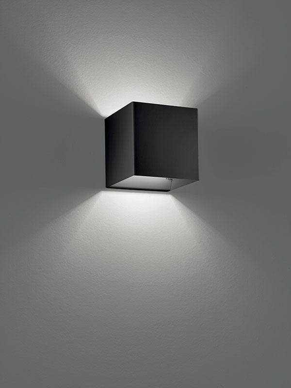 Aperçu applique à faisceaux led 3000°k LASER 10X10 NOIR allumée_036033 studio italia design