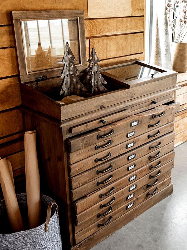 Ambiance meuble de métier en bois massif avec vitrine et tiroirs HOME SPIRIT_95980 (1) jolipa
