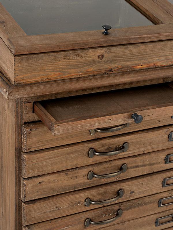 Meuble de métier en bois massif avec vitrine et tiroirs HOME SPIRIT (VUE EN DÉTAIL TIROIRS ET VITRINE)_95980 (1) jolipa