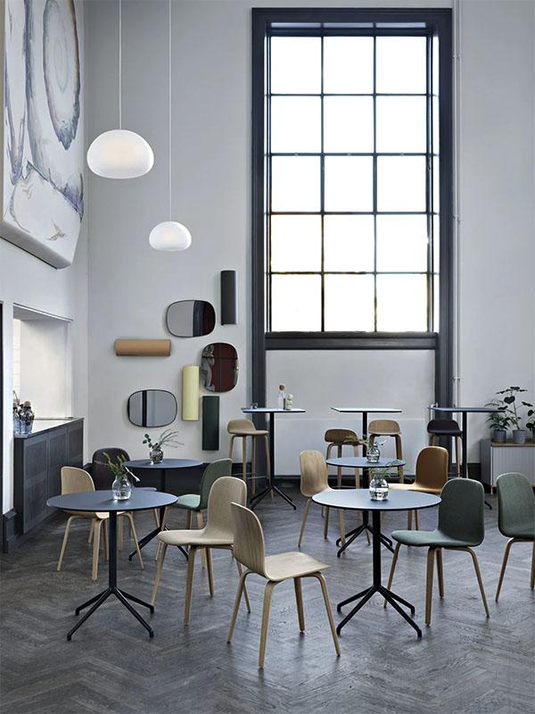 Ambiance table de café STILL CAFÉ TABLE NOIR (Ø75 HAUTEUR 73 CM)_65534 muuto