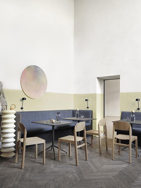 Ambiance table de café STILL CAFÉ TABLE NOIR (75x65 HAUTEUR 73 CM)_65504 muuto