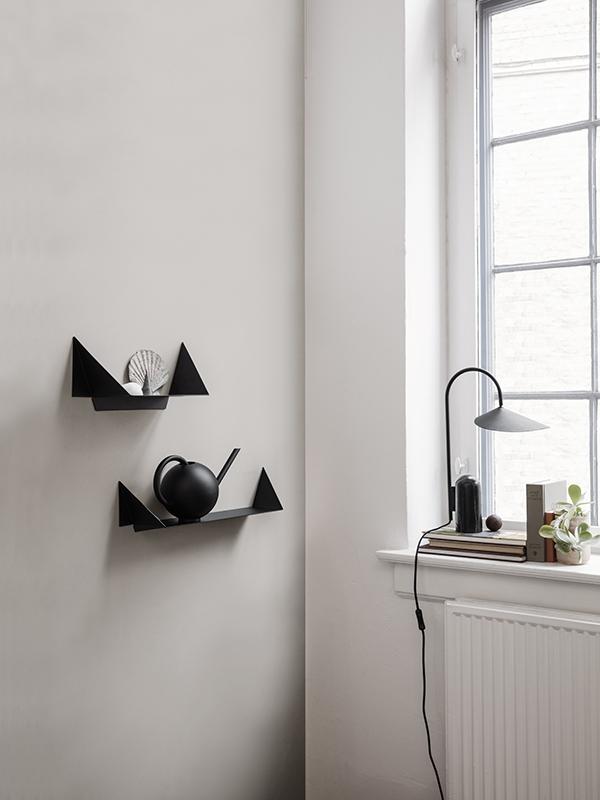 Ambiance lampe de table en marbre et métal ARUM TABLE LAMP BLACK_100134101_6 ferm living